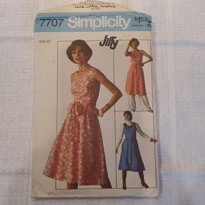 Vintage 1976 Simplicity Dress Pattern 7707